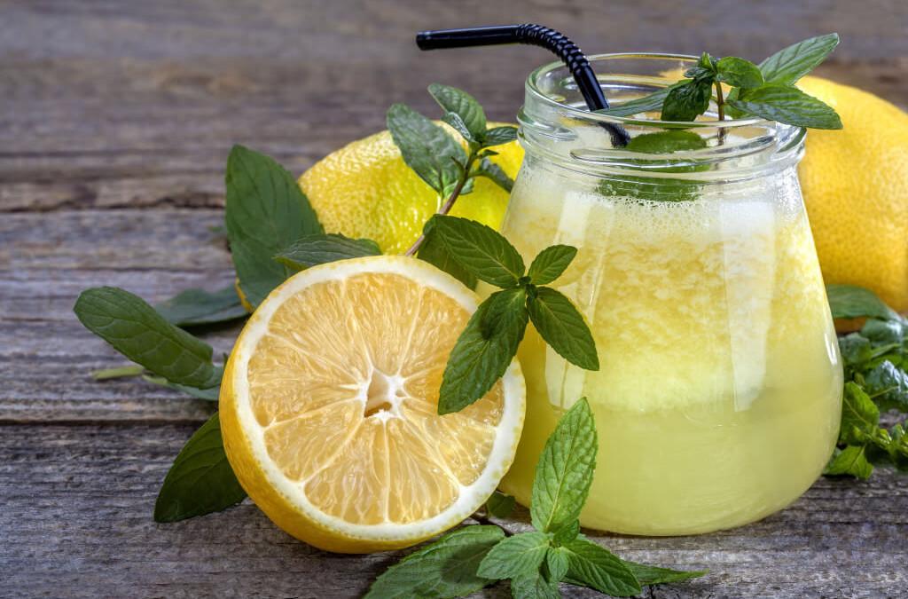7 bienfaits de l'eau citronnée
